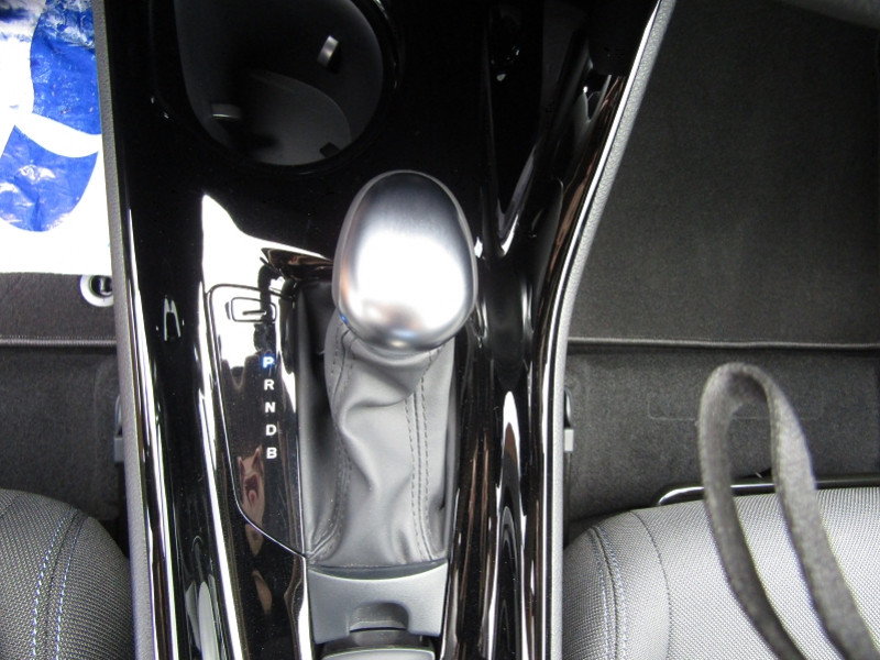 Photo 12 de l'offre de TOYOTA C-HR 1L8 HYBRID 122 CV STYLE GPS LINK USB CAMÉRA FULL LED JA 18 RÉGULATEUR BOITE AUTO à 23990€ chez Bougel transactions