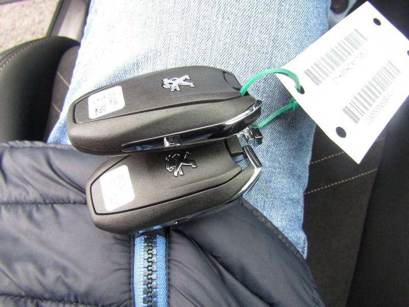 Photo 16 de l'offre de PEUGEOT 3008 PHASE 4 GT PURETECH 130 CV GPS 3D CAMÉRA JA 18 FULL LED PACK HIVER I-COKPIT COFFRE ELECT à 34900€ chez Bougel transactions