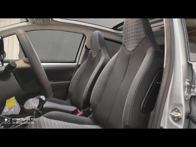 Photo 8 de l'offre de PEUGEOT 108 VTi 72 Top! Style S&S 4cv 5p à 12880€ chez Garage Payoux - Citroën Ploermel