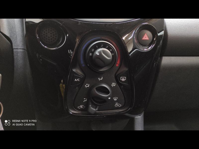 Photo 13 de l'offre de PEUGEOT 108 VTi 72 Top! Style S&S 4cv 5p à 12880€ chez Garage Payoux - Citroën Ploermel