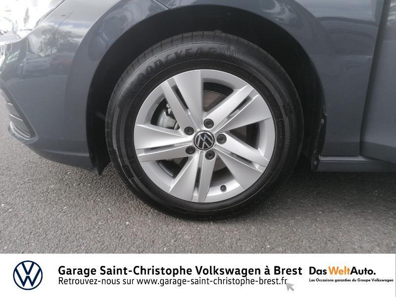 Photo 16 de l'offre de VOLKSWAGEN Golf 1.5 eTSI OPF 150ch Life 1st DSG7 à 26490€ chez Garage Saint Christophe - Volkswagen Brest