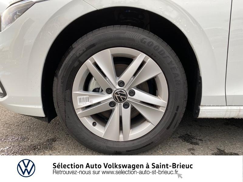 Photo 12 de l'offre de VOLKSWAGEN Golf 2.0 TDI SCR 115ch Life 1st à 24990€ chez Sélection Auto - Volkswagen Saint Brieuc