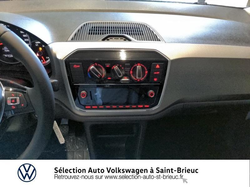 Photo 8 de l'offre de VOLKSWAGEN up! 1.0 65ch BlueMotion Technology Active 5p à 12990€ chez Sélection Auto - Volkswagen Saint Brieuc