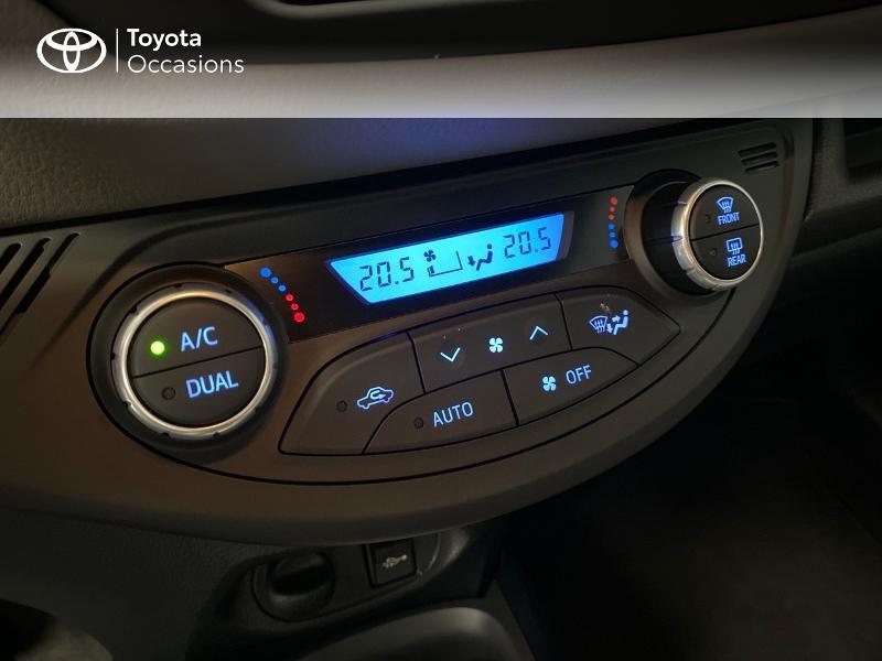 Photo 11 de l'offre de TOYOTA Yaris 100h Collection 5p RC18 à 16990€ chez Altis - Toyota Lorient
