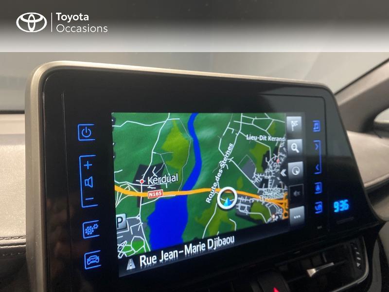 Photo 15 de l'offre de TOYOTA C-HR 122h Graphic 2WD E-CVT RC18 à 22990€ chez Altis - Toyota Lorient