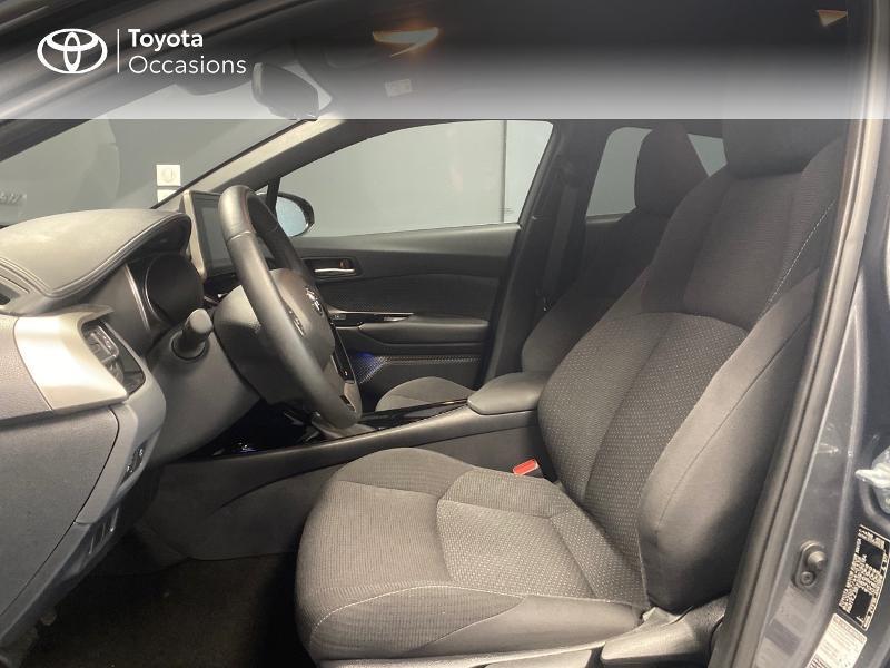 Photo 10 de l'offre de TOYOTA C-HR 122h Graphic 2WD E-CVT RC18 à 22990€ chez Altis - Toyota Lorient