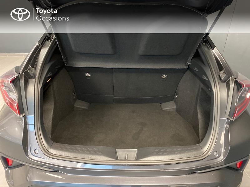 Photo 2 de l'offre de TOYOTA C-HR 122h Graphic 2WD E-CVT RC18 à 22990€ chez Altis - Toyota Lorient