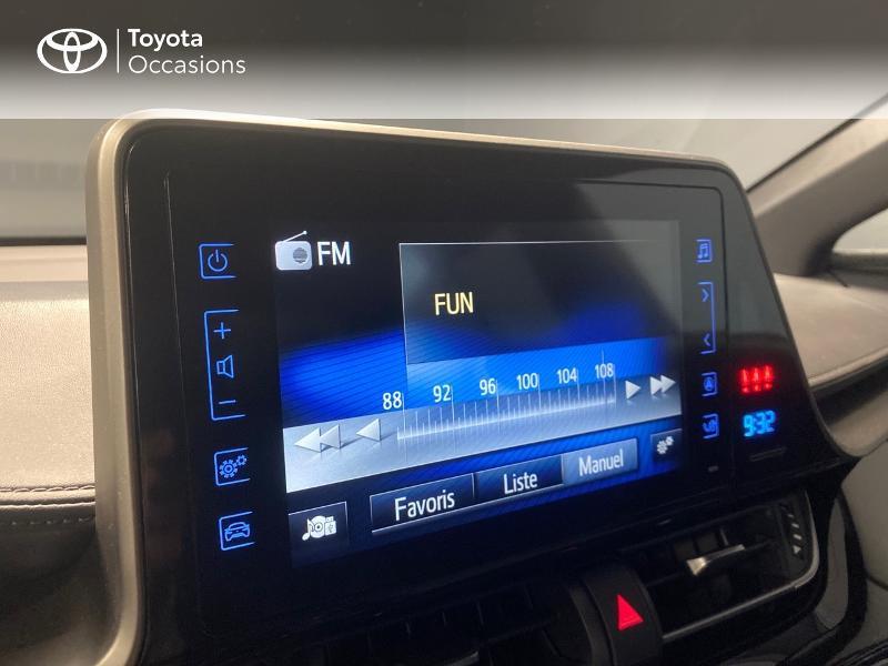 Photo 12 de l'offre de TOYOTA C-HR 122h Graphic 2WD E-CVT RC18 à 22990€ chez Altis - Toyota Lorient