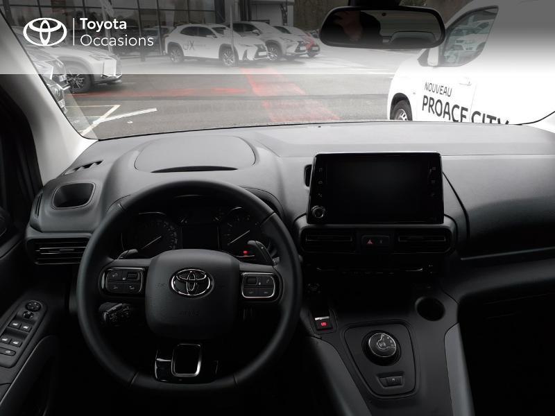 Photo 8 de l'offre de TOYOTA PROACE CITY Verso Medium 1.2 130 VVT-i Design BVA RC21 à 30290€ chez Altis - Toyota Lorient