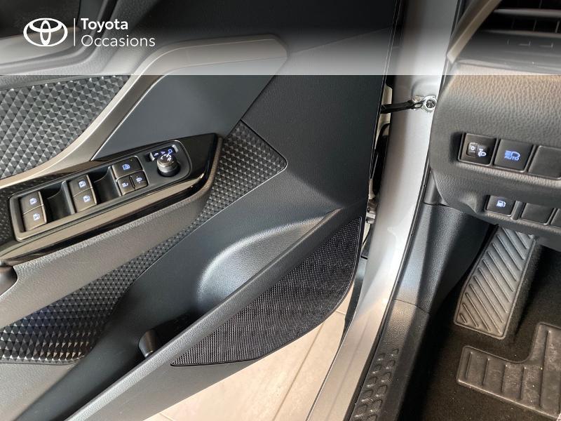 Photo 12 de l'offre de TOYOTA C-HR 122h Edition 2WD E-CVT RC18 à 20490€ chez Altis - Toyota Lorient