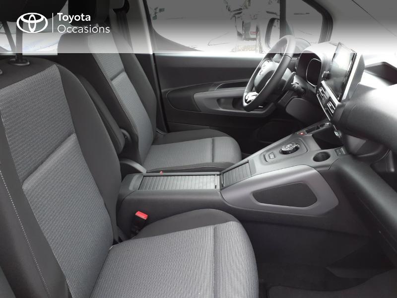 Photo 6 de l'offre de TOYOTA PROACE CITY Verso Medium 1.2 130 VVT-i Design BVA RC21 à 30290€ chez Altis - Toyota Lorient