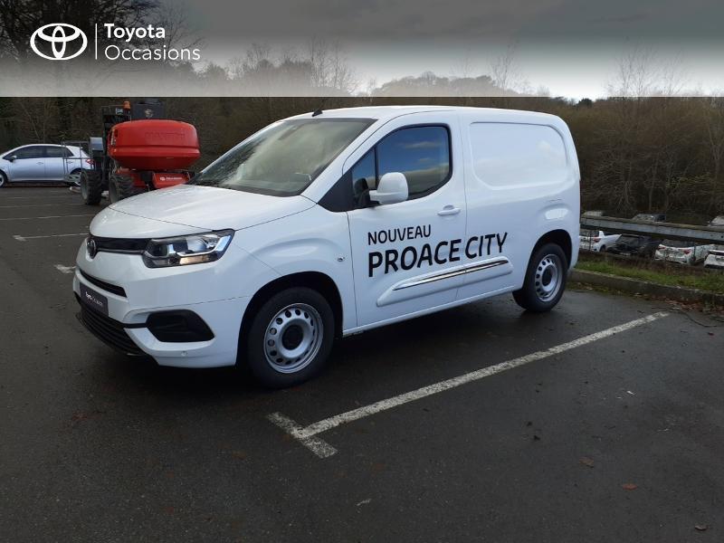 Photo 1 de l'offre de TOYOTA ProAce City Medium 100 D-4D Business à 17990€ chez Altis - Toyota Lorient