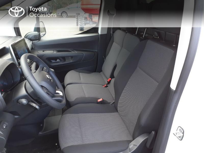 Photo 11 de l'offre de TOYOTA ProAce City Medium 100 D-4D Business à 17990€ chez Altis - Toyota Lorient