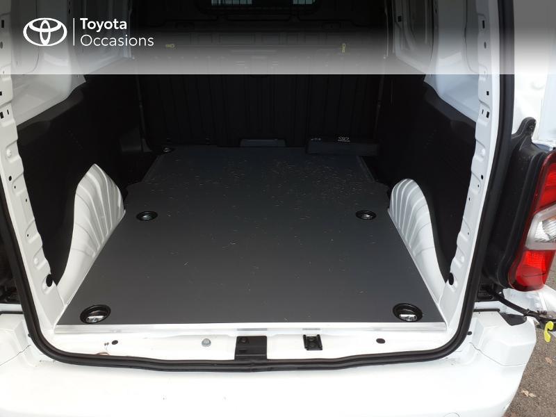 Photo 10 de l'offre de TOYOTA ProAce City Medium 100 D-4D Business à 17990€ chez Altis - Toyota Lorient
