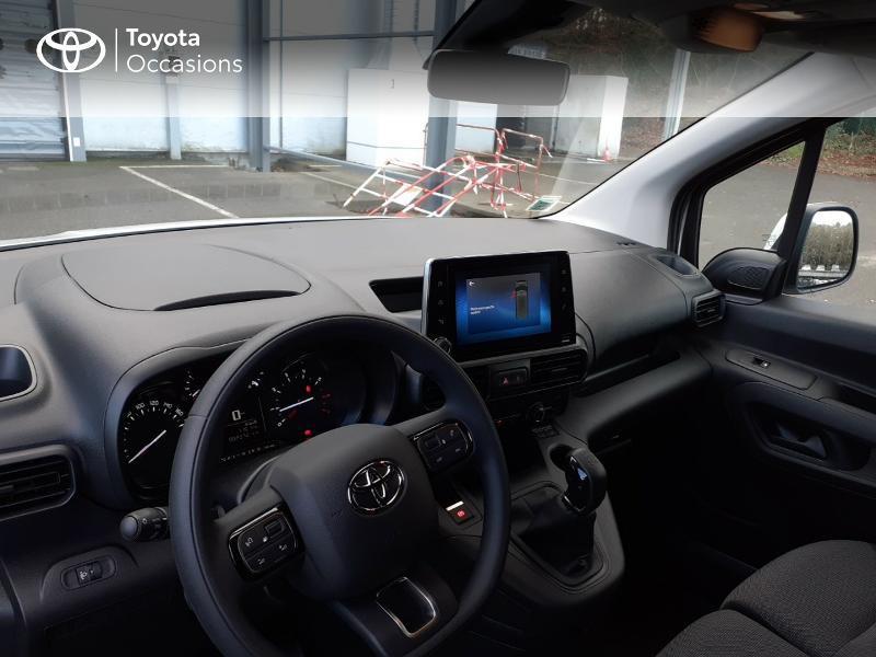 Photo 8 de l'offre de TOYOTA ProAce City Medium 100 D-4D Business à 17990€ chez Altis - Toyota Lorient