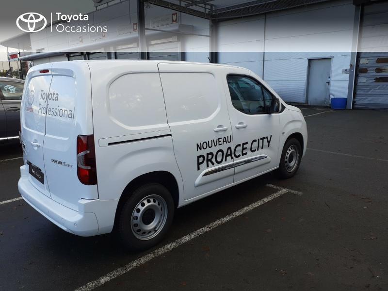 Photo 18 de l'offre de TOYOTA ProAce City Medium 100 D-4D Business à 17990€ chez Altis - Toyota Lorient