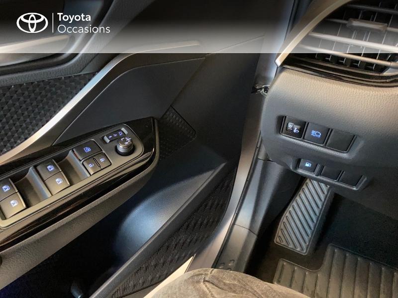Photo 12 de l'offre de TOYOTA C-HR 122h Edition 2WD E-CVT RC18 à 19990€ chez Altis - Toyota Lorient