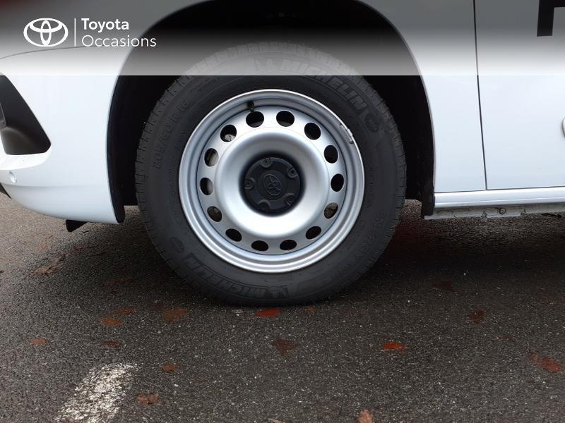 Photo 16 de l'offre de TOYOTA ProAce City Medium 100 D-4D Business à 17990€ chez Altis - Toyota Lorient