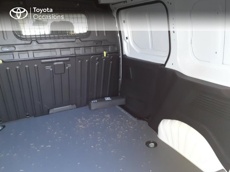 Photo 12 de l'offre de TOYOTA ProAce City Medium 100 D-4D Business à 17990€ chez Altis - Toyota Lorient