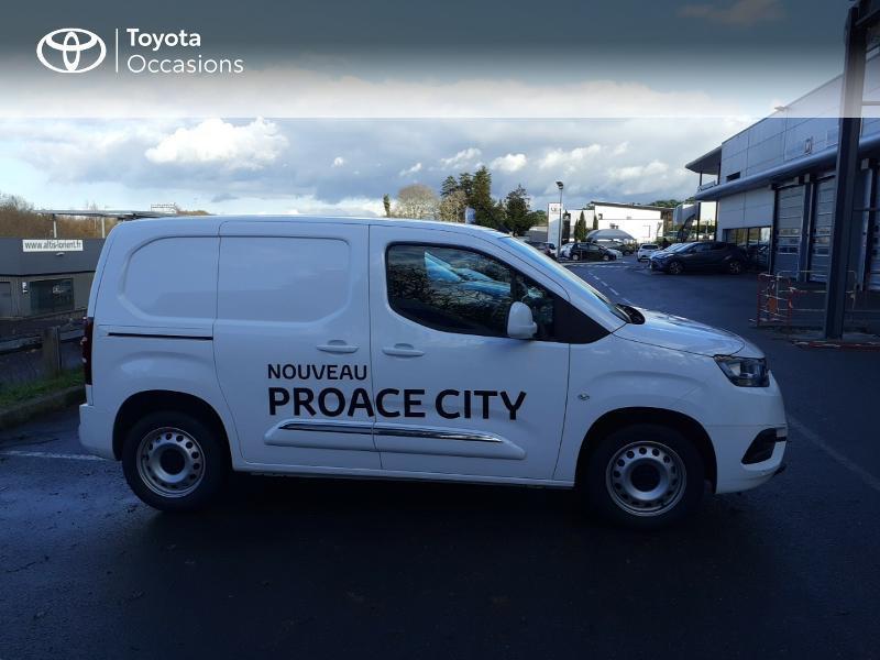 Photo 17 de l'offre de TOYOTA ProAce City Medium 100 D-4D Business à 17990€ chez Altis - Toyota Lorient