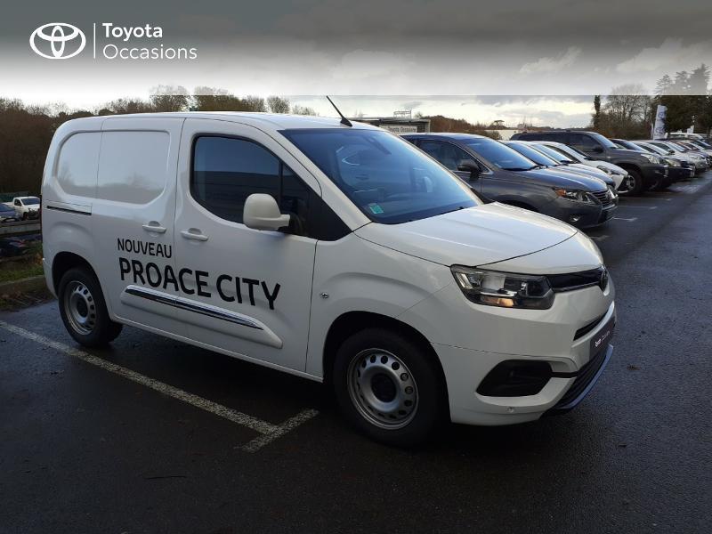Photo 19 de l'offre de TOYOTA ProAce City Medium 100 D-4D Business à 17990€ chez Altis - Toyota Lorient