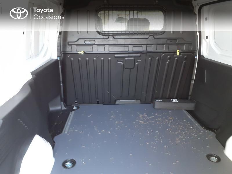Photo 7 de l'offre de TOYOTA ProAce City Medium 100 D-4D Business à 17990€ chez Altis - Toyota Lorient