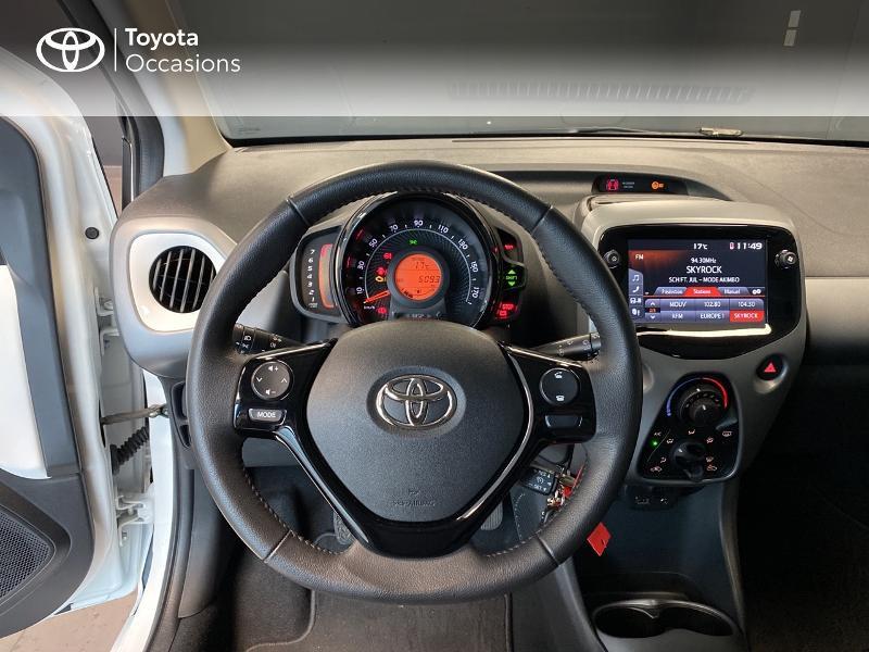 Photo 8 de l'offre de TOYOTA Aygo 1.0 VVT-i 72ch x-play 3p MY20 à 10490€ chez Altis - Toyota Lorient