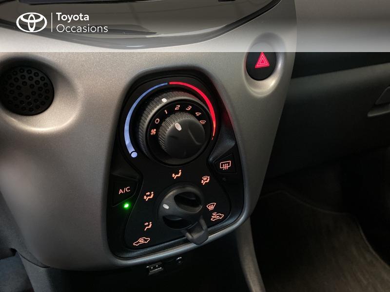 Photo 14 de l'offre de TOYOTA Aygo 1.0 VVT-i 72ch x-play 3p MY20 à 10490€ chez Altis - Toyota Lorient