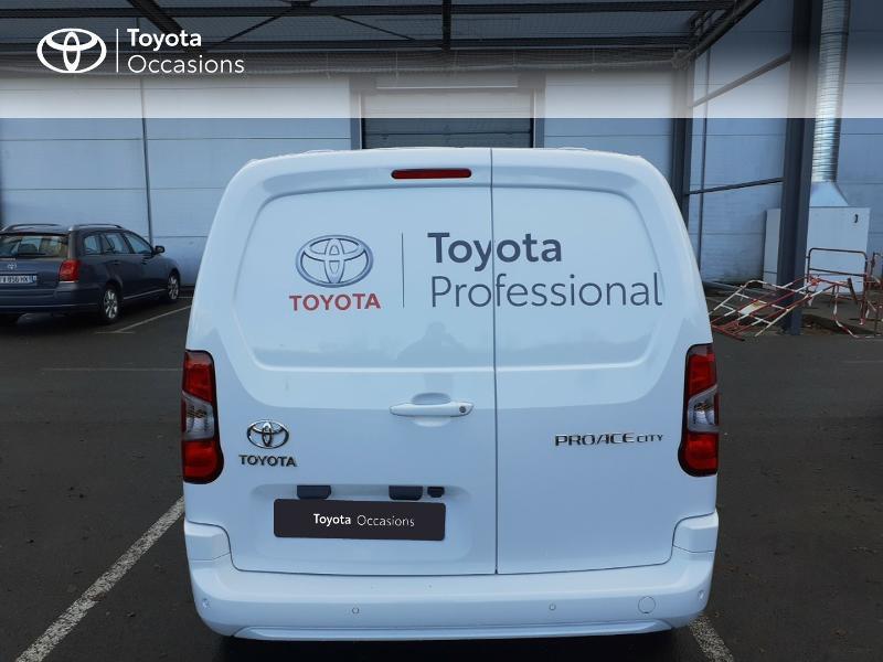 Photo 4 de l'offre de TOYOTA ProAce City Medium 100 D-4D Business à 17990€ chez Altis - Toyota Lorient