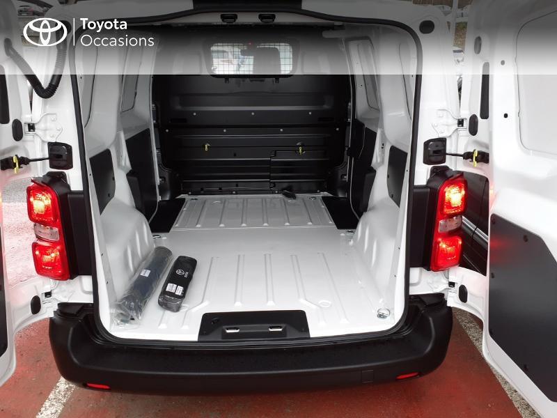 Photo 10 de l'offre de TOYOTA PROACE Compact 1.5 D-4D 100 Dynamic MY20 à 22490€ chez Altis - Toyota Lorient