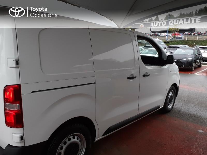Photo 17 de l'offre de TOYOTA PROACE Compact 1.5 D-4D 100 Dynamic MY20 à 22490€ chez Altis - Toyota Lorient