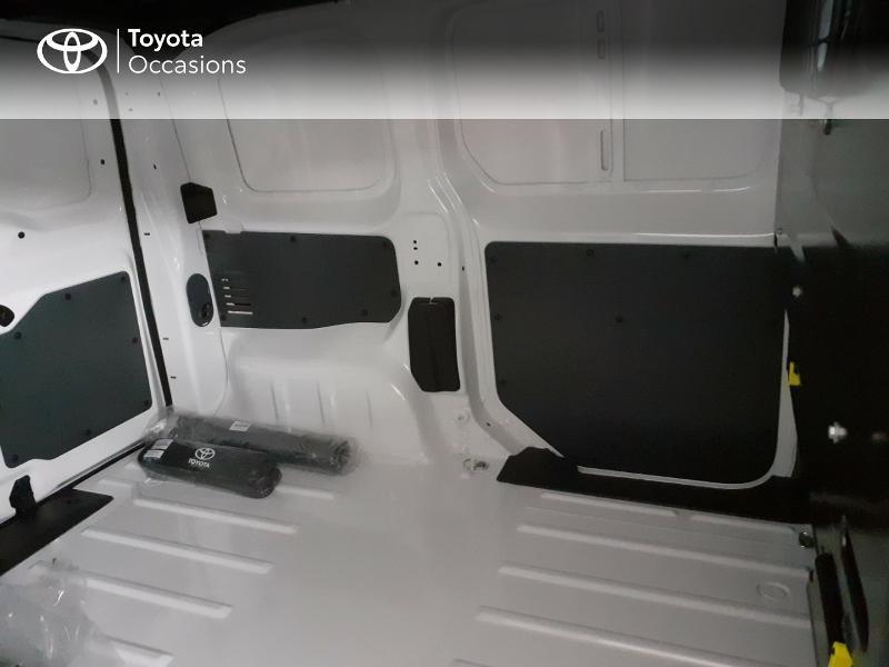Photo 7 de l'offre de TOYOTA PROACE Compact 1.5 D-4D 100 Dynamic MY20 à 22490€ chez Altis - Toyota Lorient