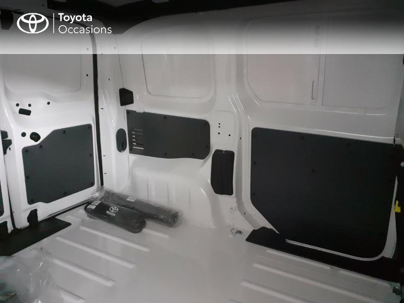 Photo 12 de l'offre de TOYOTA PROACE Compact 1.5 D-4D 100 Dynamic MY20 à 22490€ chez Altis - Toyota Lorient