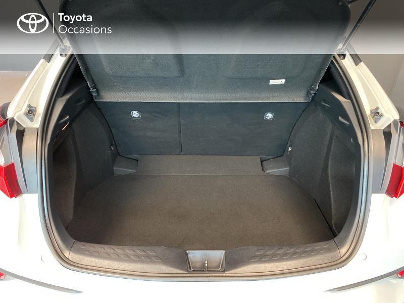 Photo 10 de l'offre de TOYOTA C-HR 122h Edition 2WD E-CVT RC18 à 20590€ chez Altis - Toyota Lorient