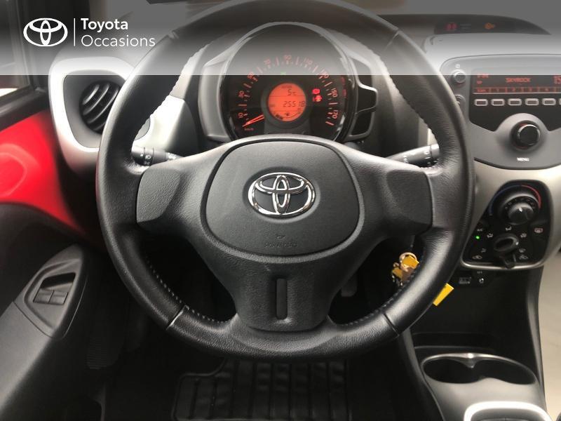 Photo 9 de l'offre de TOYOTA Aygo 1.0 VVT-i 69ch x-red 5p à 8680€ chez Altis - Toyota Vannes