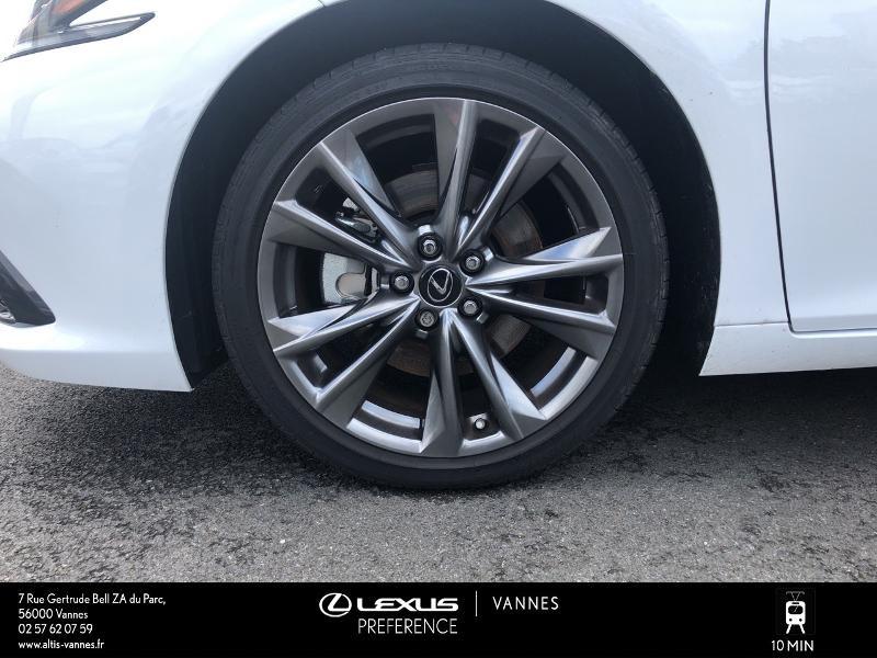 Photo 4 de l'offre de LEXUS ES 300h F SPORT Executive à 45890€ chez Altis - Toyota Vannes