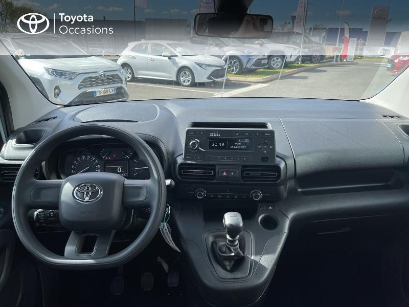 Photo 8 de l'offre de TOYOTA PROACE CITY Verso Medium 1.2 110 VVT-i Dynamic RC21 à 22900€ chez Altis - Toyota Vannes