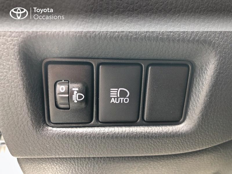 Photo 6 de l'offre de TOYOTA C-HR 122h Dynamic 2WD E-CVT RC18 à 19490€ chez Altis - Toyota Vannes