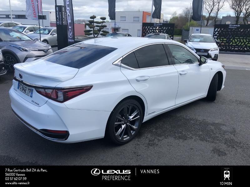 Photo 16 de l'offre de LEXUS ES 300h F SPORT Executive à 45890€ chez Altis - Toyota Vannes
