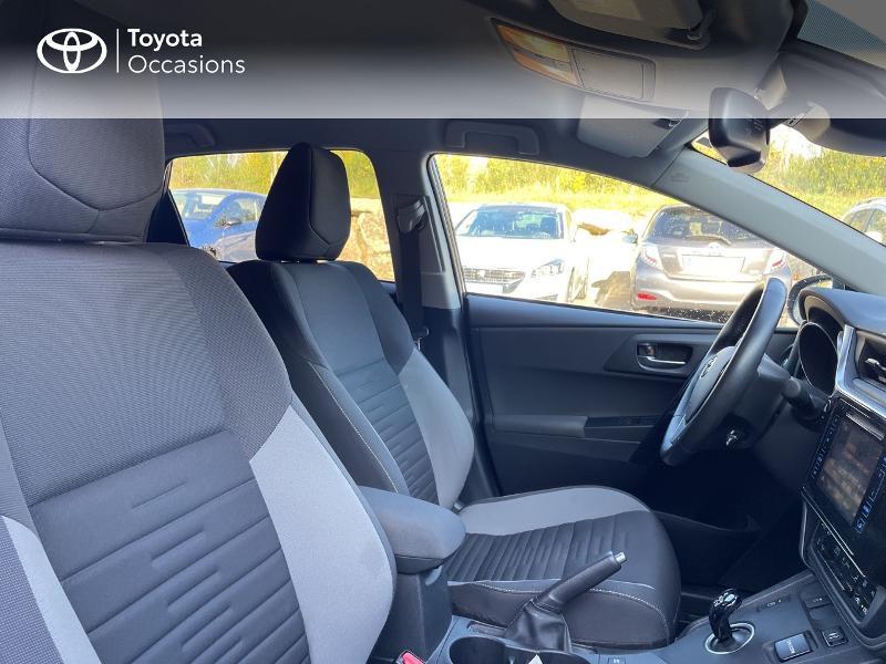 Photo 6 de l'offre de TOYOTA Auris HSD 136h Design à 15890€ chez Altis - Toyota Vannes