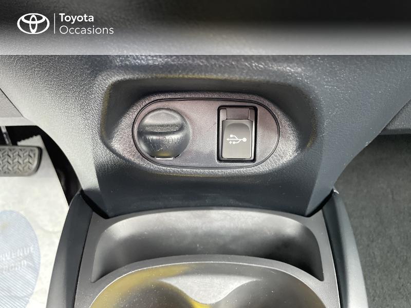 Photo 22 de l'offre de TOYOTA Yaris 100h Dynamic 5p RC18 à 15490€ chez Altis - Toyota Vannes