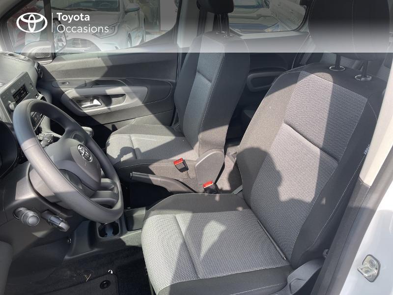 Photo 11 de l'offre de TOYOTA PROACE CITY Verso Medium 1.2 110 VVT-i Dynamic RC21 à 22900€ chez Altis - Toyota Vannes
