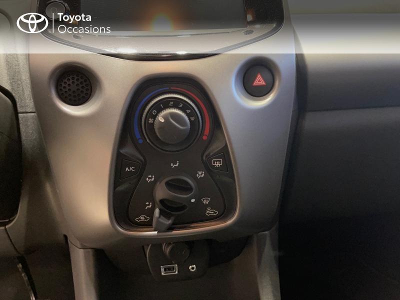 Photo 22 de l'offre de TOYOTA Aygo 1.0 VVT-i 72ch x-play 5p MY20 à 12290€ chez Altis - Toyota Vannes