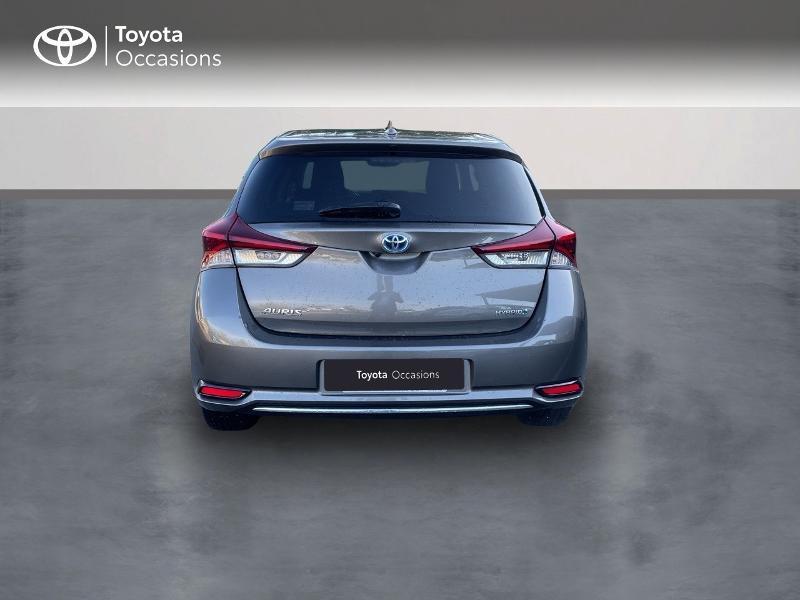 Photo 4 de l'offre de TOYOTA Auris HSD 136h Design à 15890€ chez Altis - Toyota Vannes