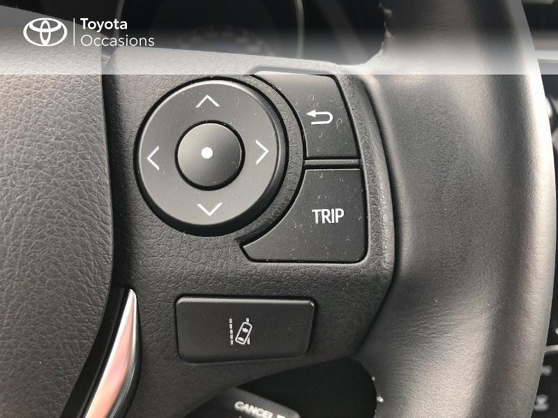 Photo 18 de l'offre de TOYOTA Auris HSD 136h Design RC18 à 18990€ chez Altis - Toyota Vannes