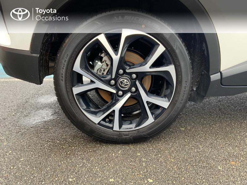 Photo 16 de l'offre de TOYOTA C-HR 122h Edition 2WD E-CVT RC18 à 21980€ chez Altis - Toyota Pontivy