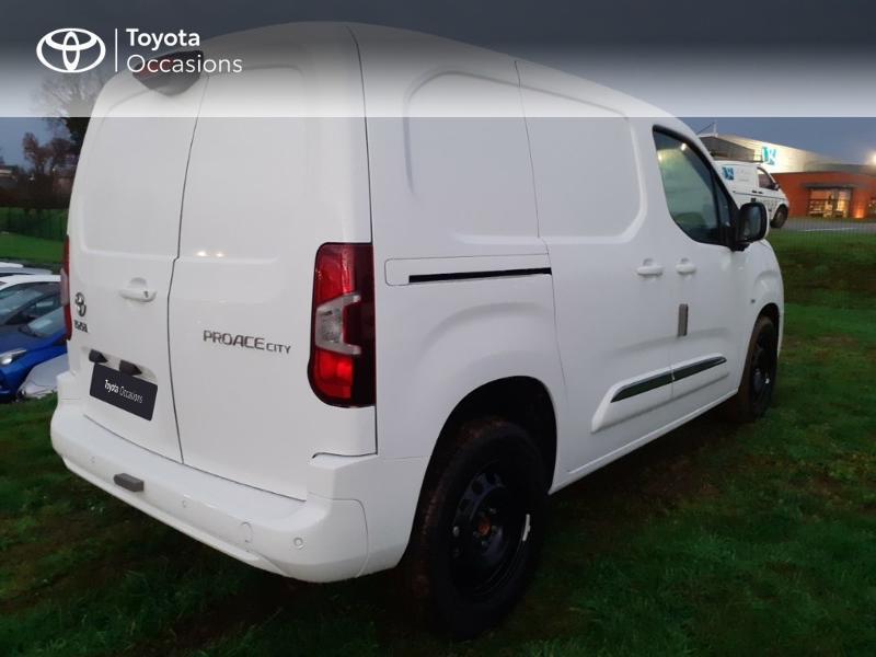 Photo 13 de l'offre de TOYOTA PROACE CITY Medium 130 D-4D Business à 23290€ chez Altis - Toyota Pontivy