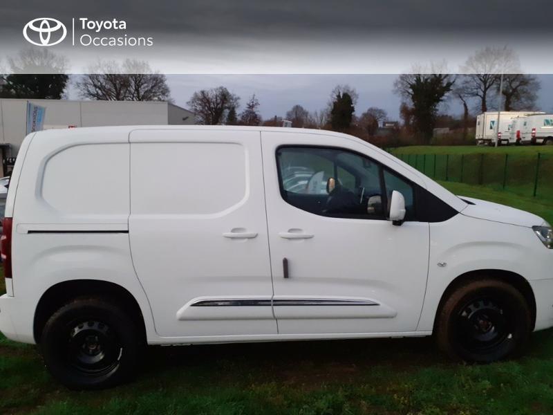 Photo 12 de l'offre de TOYOTA PROACE CITY Medium 130 D-4D Business à 23290€ chez Altis - Toyota Pontivy