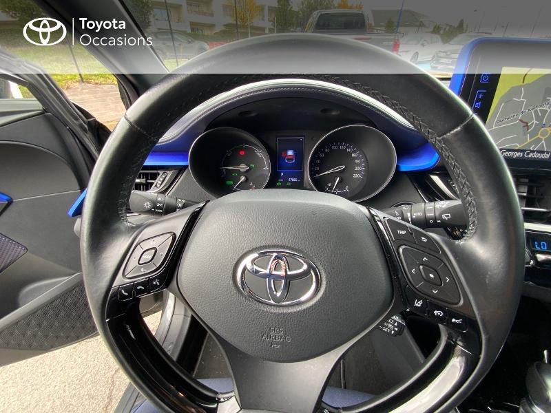 Photo 8 de l'offre de TOYOTA C-HR 122h Graphic 2WD E-CVT à 18990€ chez Altis - Toyota Auray