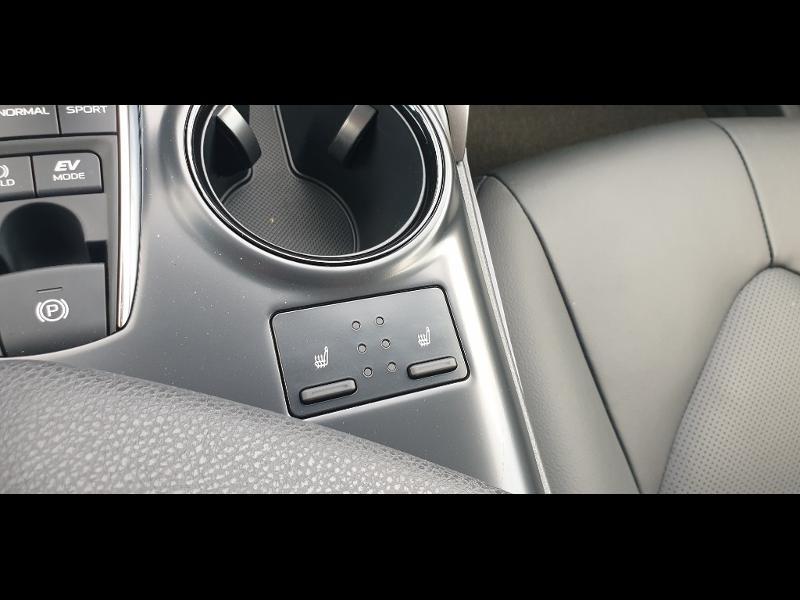 Photo 18 de l'offre de TOYOTA Camry Hybride 218ch Dynamic à 38790€ chez Altis - Toyota Auray